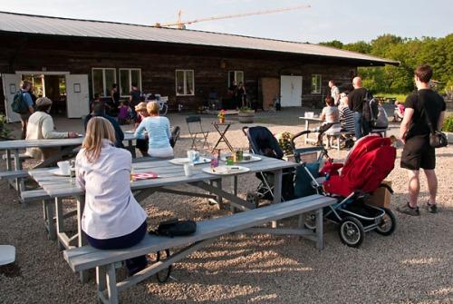 Invigning av Lärjeåns Kafé & Trädgårdar den 8 juni 2011. Foto: Isolde Berner