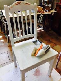 En hel vanlig stol som just ska få ett ansiktslyft. Foto: Parisa Moghadam