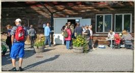 Många passade också på att fika. Foto: I Berner