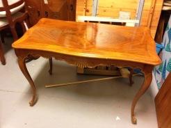 Soffbordet som det såg ut innan ReFurn tog itu med det. Foto: Parisa Moghadam