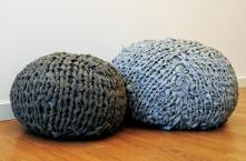 Sittpuffar som ser ut som stenar, till barnrum eller som dekoration.