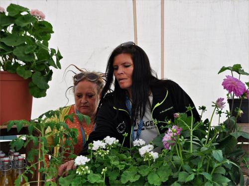 Långa dagar är det viktigt att se efter så att växter och personal mår bra